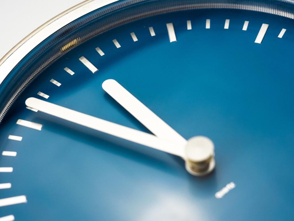 clock-946383_1280