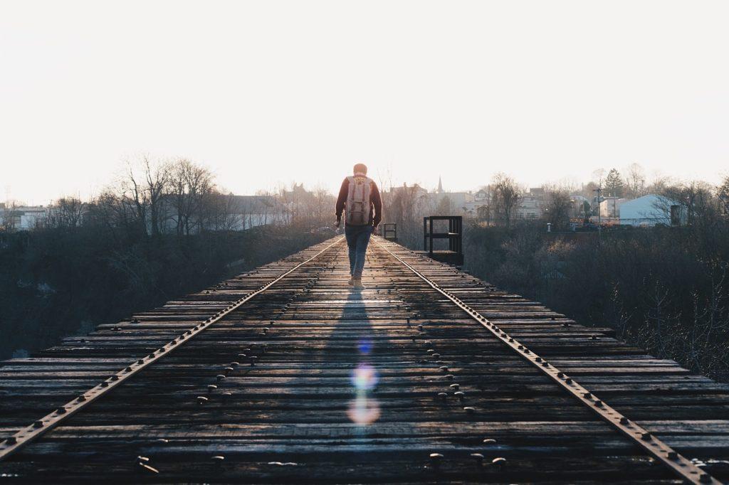 train-tracks-1081672_1280
